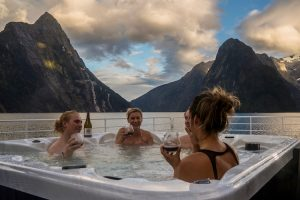 Stewart Island - Fiordland Discovery, hot tub on top deck - Luxury solo tours