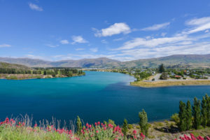 Cromwell - Cromwell Lake in Central Otago - Luxury solo tours