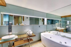 Hobart - Henry Jones Art Hotel deluxe spa bathroom - Luxury short breaks Tasmania