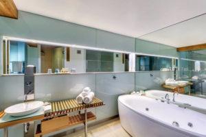 Henry Jones - Deluxe Spa Room - Luxury Short Break Australia