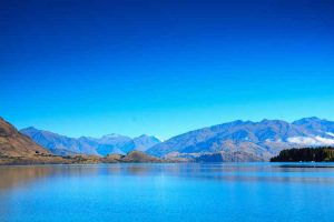 Lake Wanaka - picture perfect location with mountainous backdrop - Luxury short breaks South Island