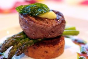 Silky Oaks Lodge - Gourmet dinner at the restaurant - Bill Peach Journeys