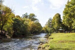 Bright - Ovens River a popular summer swimming spot - Luxury short breaks Australia