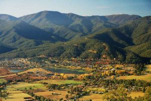Bright - Mount Beauty autumn colours - Luxury short breaks Victoria